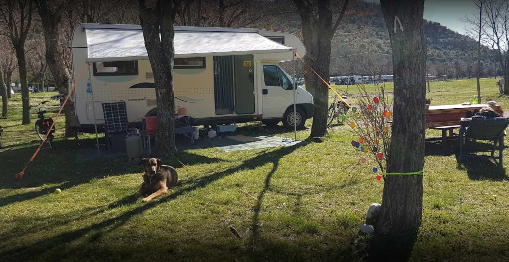 place camping car rivière