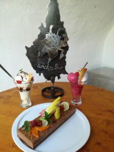 De desserts van het restaurant