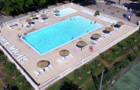 Das Schwimmbad des Campingplatzes
